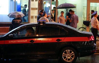 """Сотрудники полиции у отделения """"Ситибанка"""" на Большой Никитской улице, где мужчина произвел захват банка"""