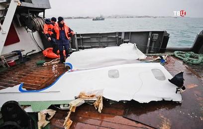 Подъем со дна деталей самолета Ту-154