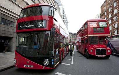 Двухэтажные автобусы в Лондоне