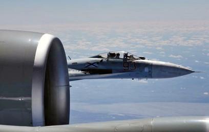 Истребитель Су-27 ВКС России и самолет ВВС США