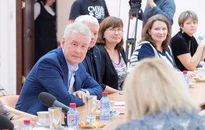 Сергей Собянин во время встречи с родительской общественностью в городском реабилитационном центре