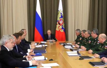 Владимир Путин на встрече с военными и представителями ОПК