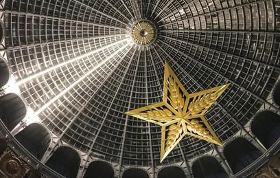 """Монтаж люстры-звезды в павильоне """"Космос"""" на территории ВДНХ"""