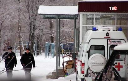 Скорая помощь на месте резни в пермской школе № 127