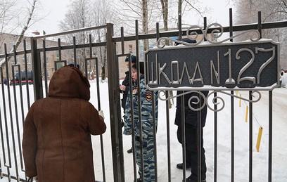 Вход на территорию школы № 127 в Перми
