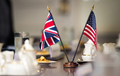 Флаги США и Великобритании