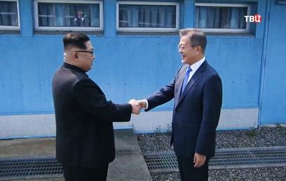 Лидеры Северной и Южной Кореи Ким Чен Ын и Мун Чже Ин