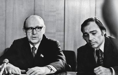 Сергей Лапин (слева)