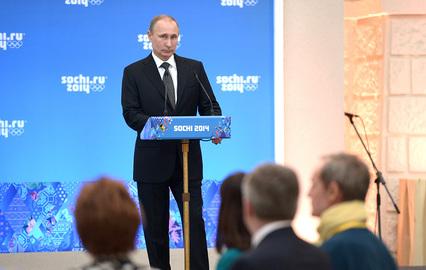 Президент России Владимир Путин во время официального приема от имени главы Российского государства в честь высокопоставленных гостей XXII зимних Олимпийских игр