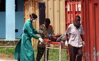 Заболевший лихорадкой Эбола