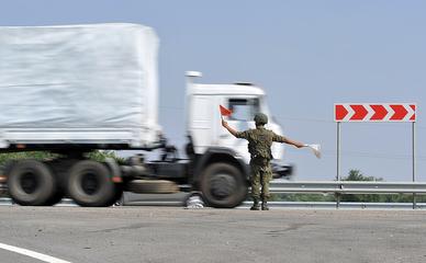 Колонна с гуманитарным грузом для юго-востока Украины
