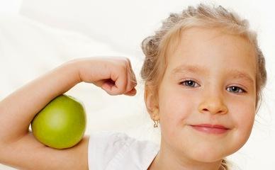 Сто болезней начинаются с простуды: на что обратить внимание, если ребёнок заболел