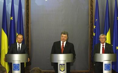 Глава Европейского совета Дональд Туск, президент Украины Петр Порошенко и председатель Еврокомиссии Жан-Клод Юнкер