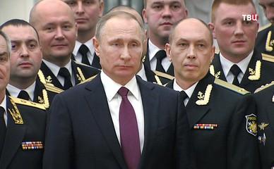 Президент России Владимир Путин и офицеры Северного флота