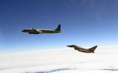 Истребитель ВВС Великобритании и самолет ВКС России