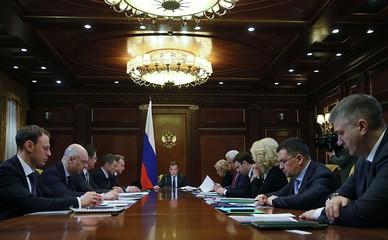 Дмитрий Медведев проводит совещание по экономическим вопросам