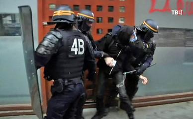 Полиция задерживает участников протестов