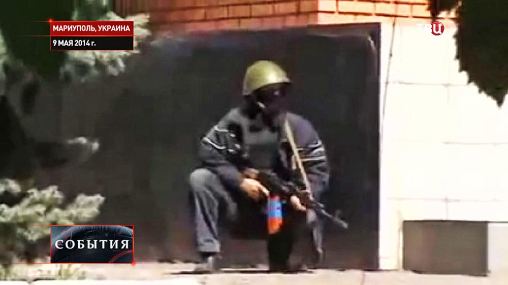 Вооруженные представители национальной гвардии Украины на улицах Мариуполя