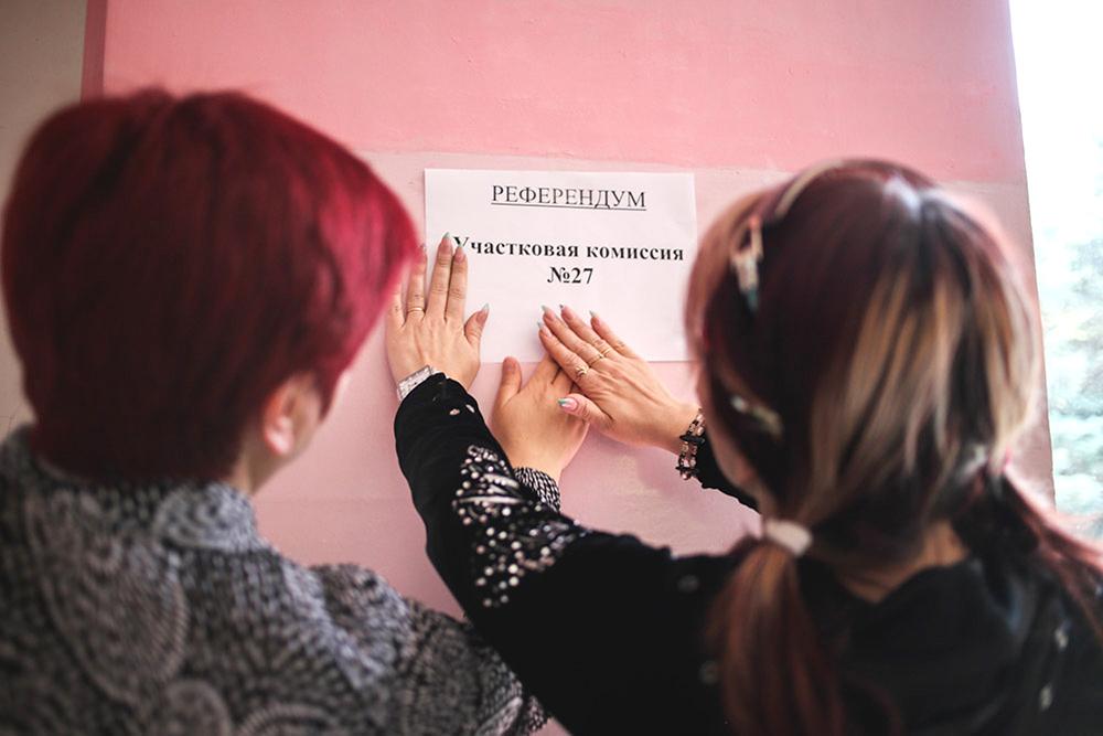 Активисты готовят избирательные участки к референдуму в Донецкой области