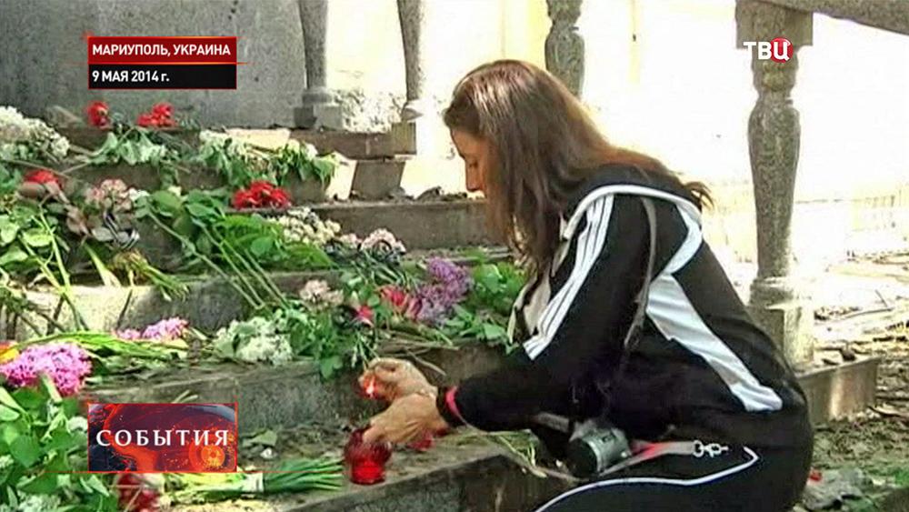 Возложение цветов к зданию горотдела милиции Мариуполя