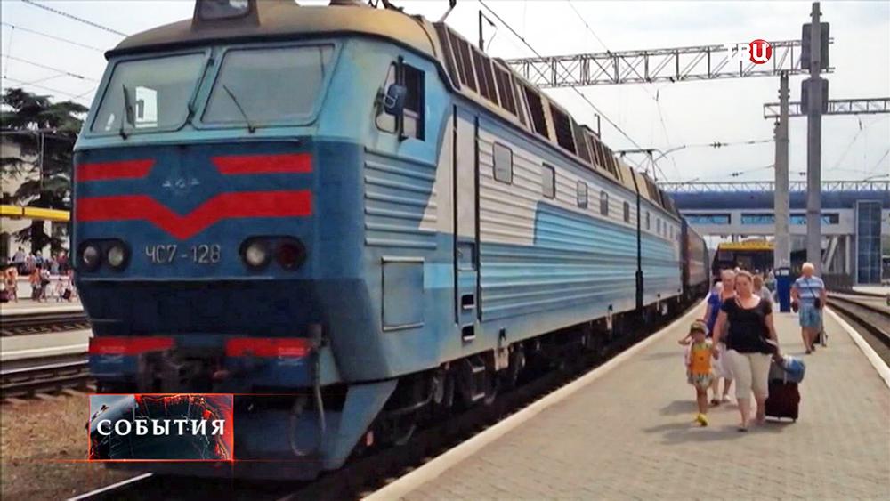 Поезд поезд на вокзале Симферополя