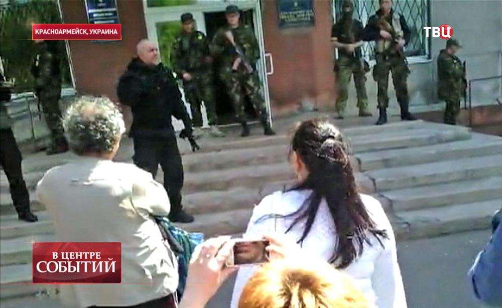Избирательный участок в Красноармейске взяли штурмом украинские военные