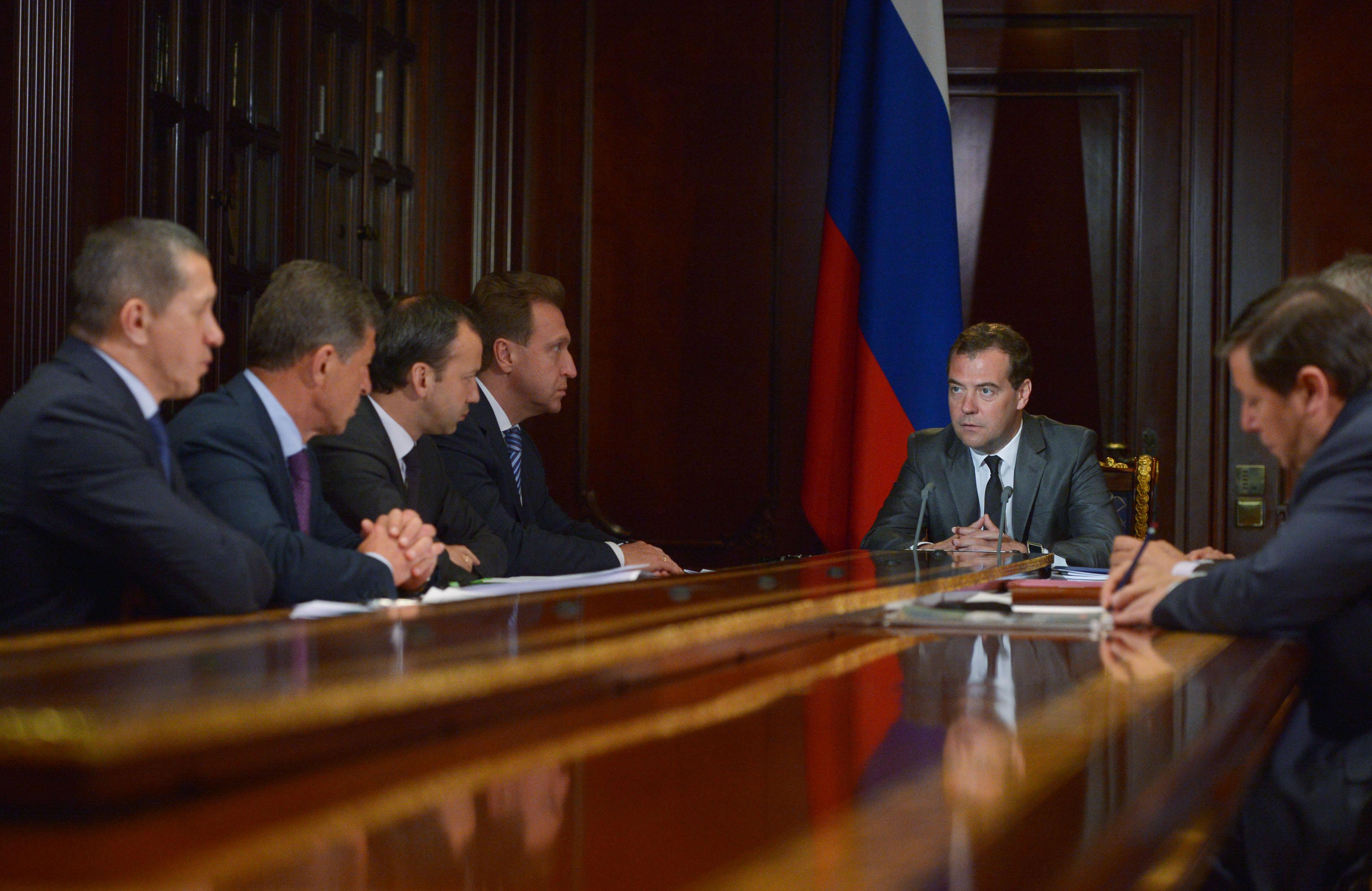 Дмитрий Медведев на совещании с вице-премьерами России