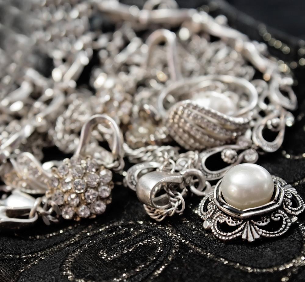 Почему серебро розовеет вейгела монет