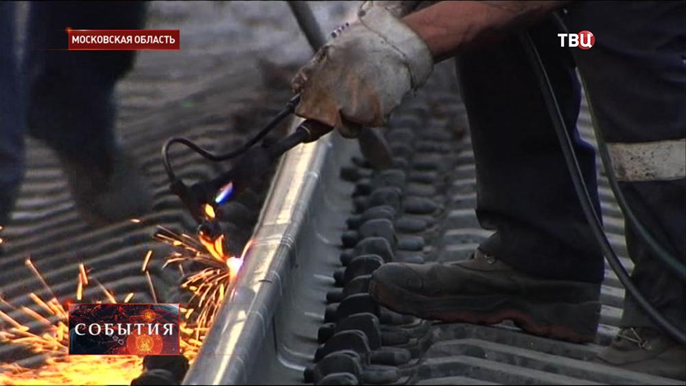 Ремонтные работы на месте столкновения поездов в Подмосковье