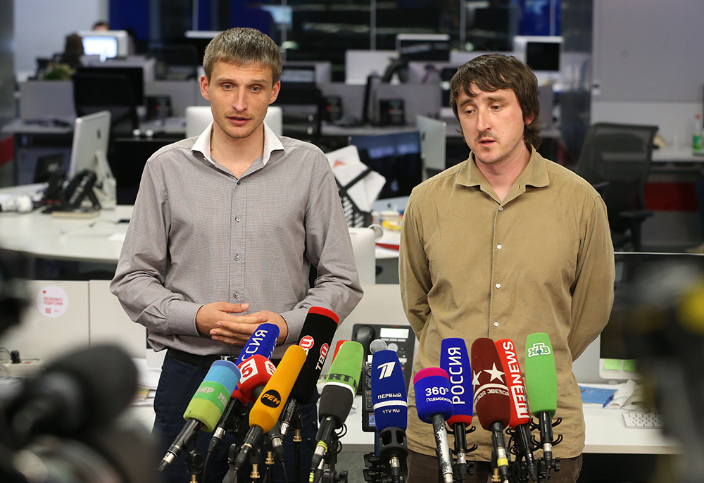 Журналисты Олег Сидякин и Марат Сайченко