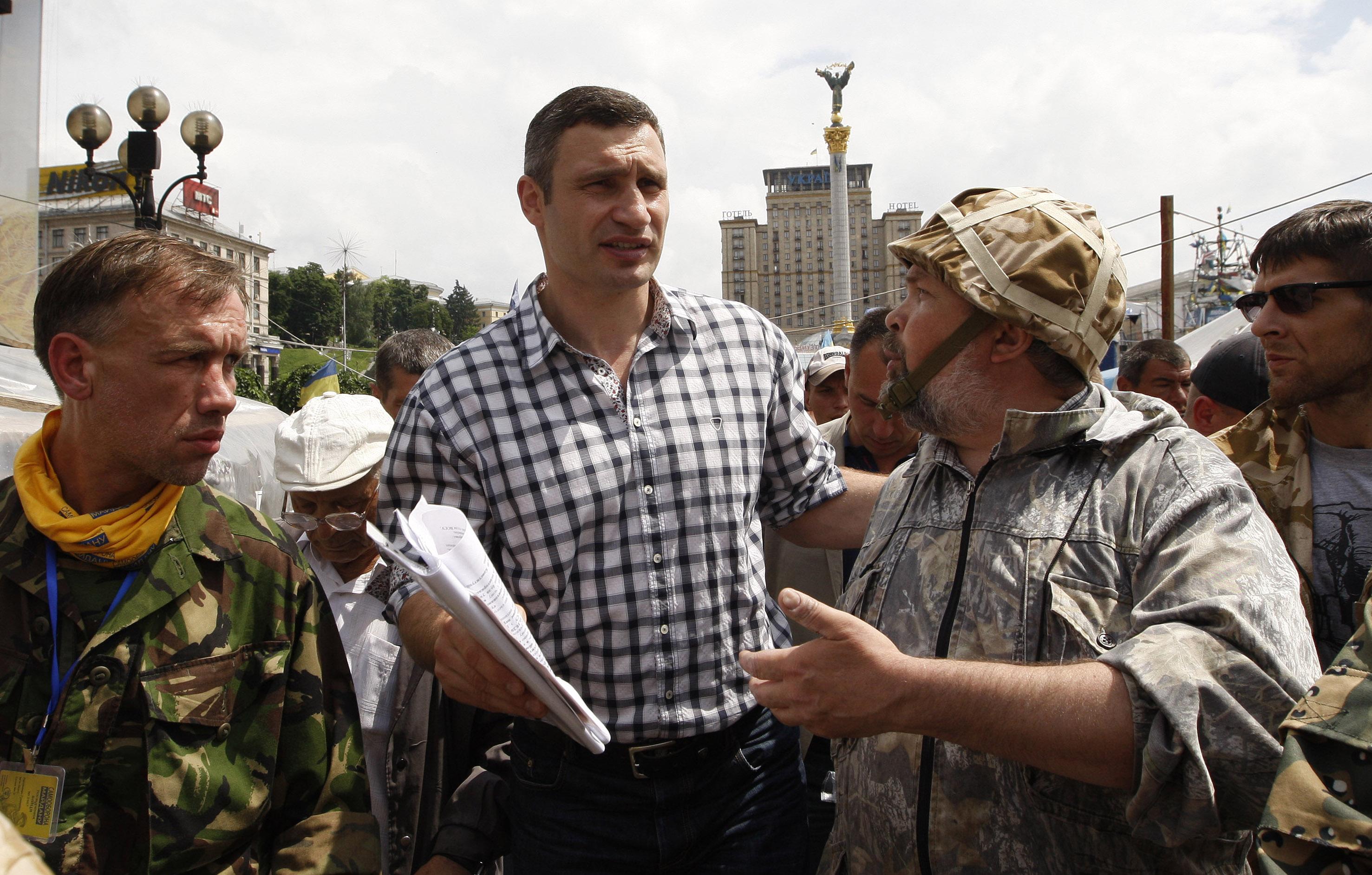 Виталий Кличко во время Народного вече на площади Независимости в Киеве