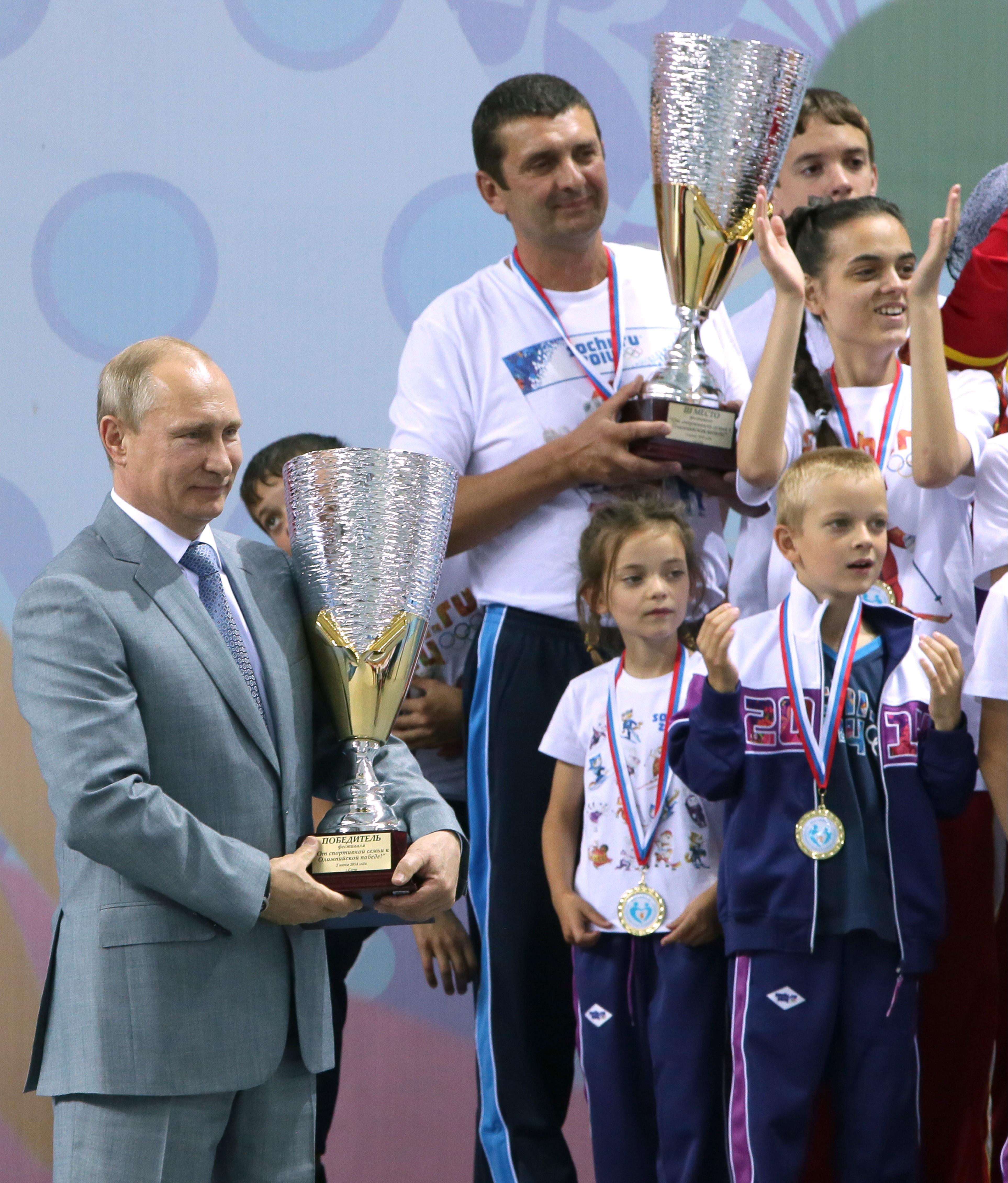 Владимир Путин на спортивном фестивале с участием многодетных семей