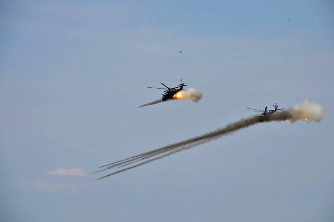 Вертолеты Ми-24 ВВС Украины наносят ракетный удар по позициям ополчения