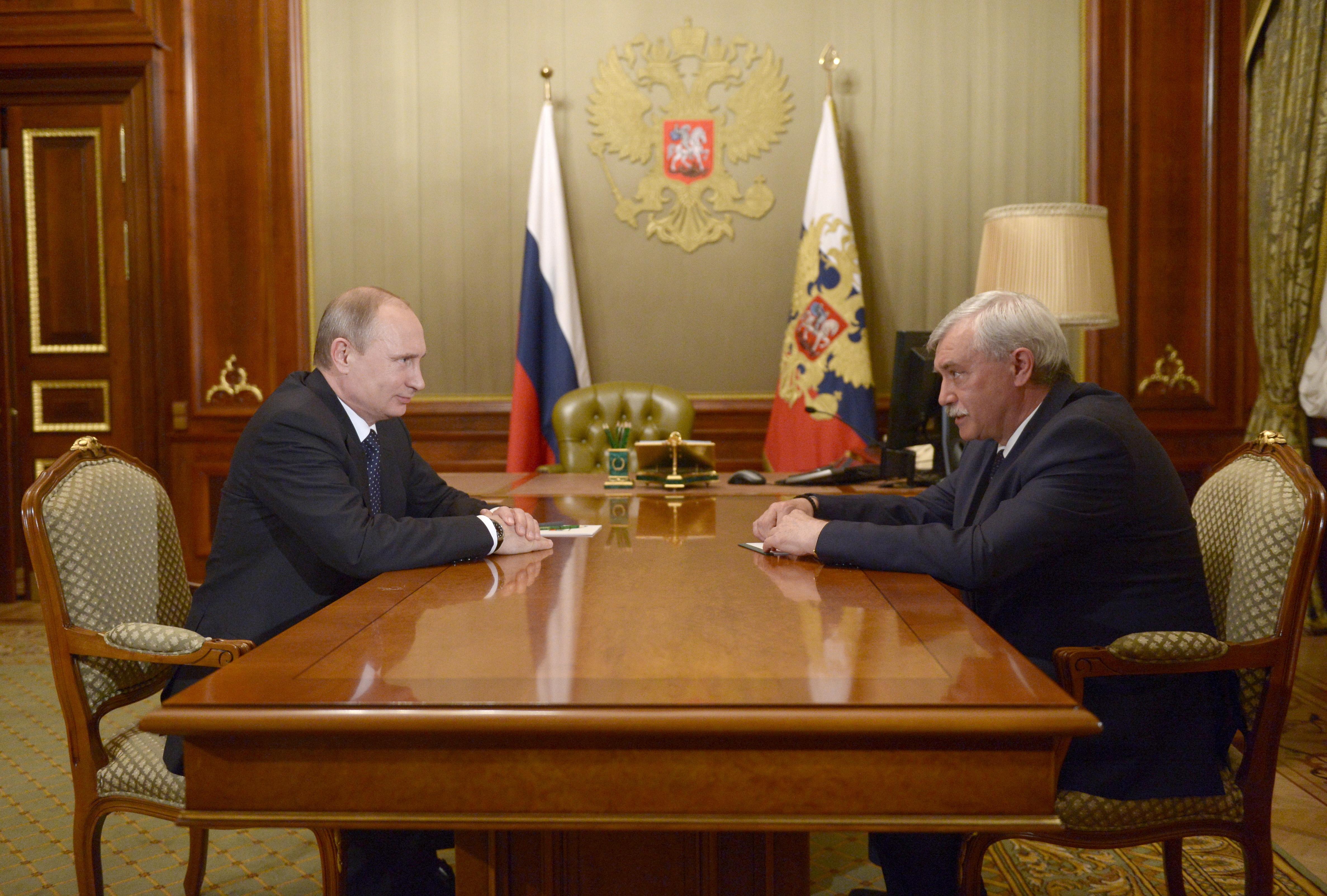 Президент России Владимир Путин на встрече с губернатором Санкт-Петербурга Георгием Полтавченко
