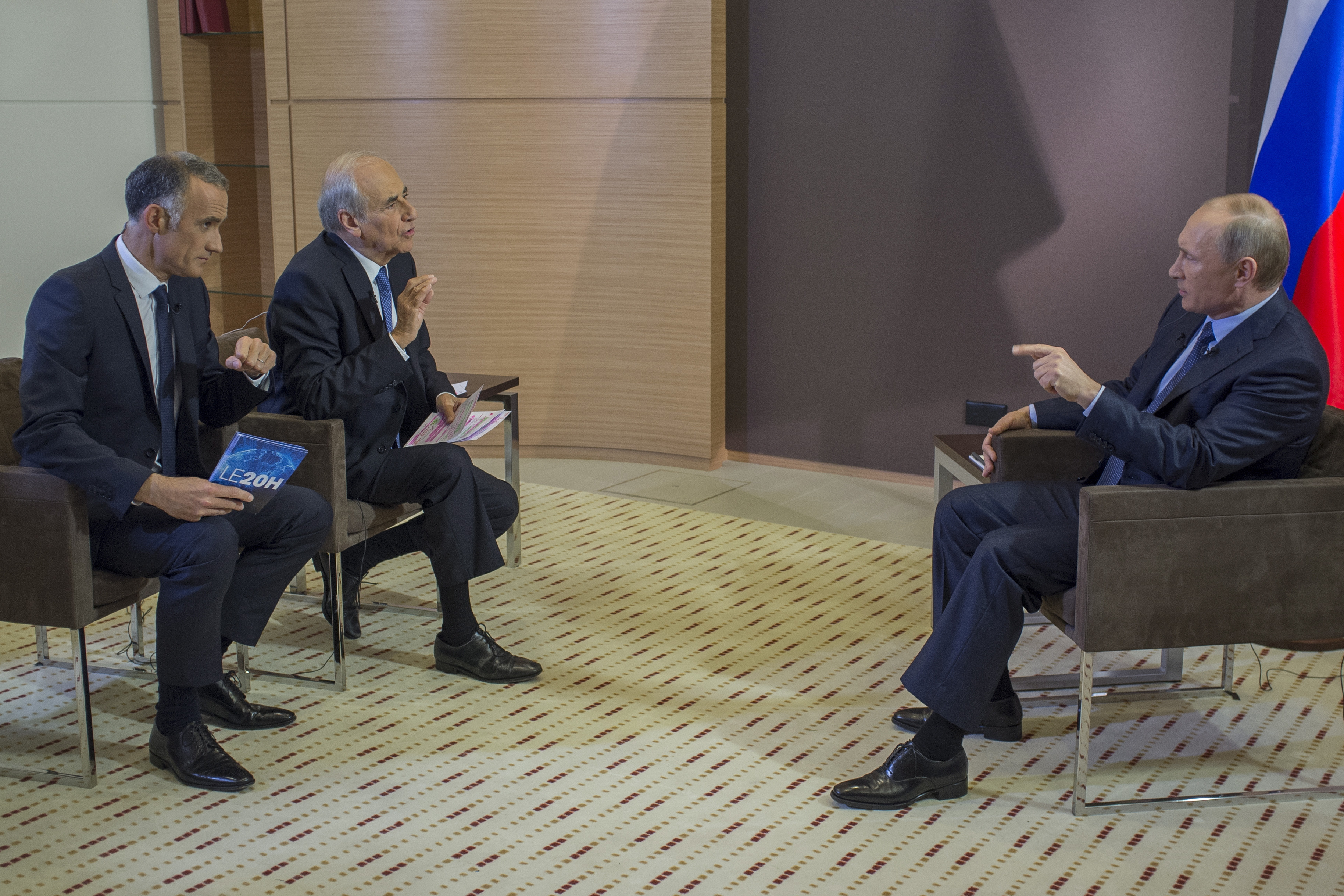 Владимир Путин во время интервью французским журналистам