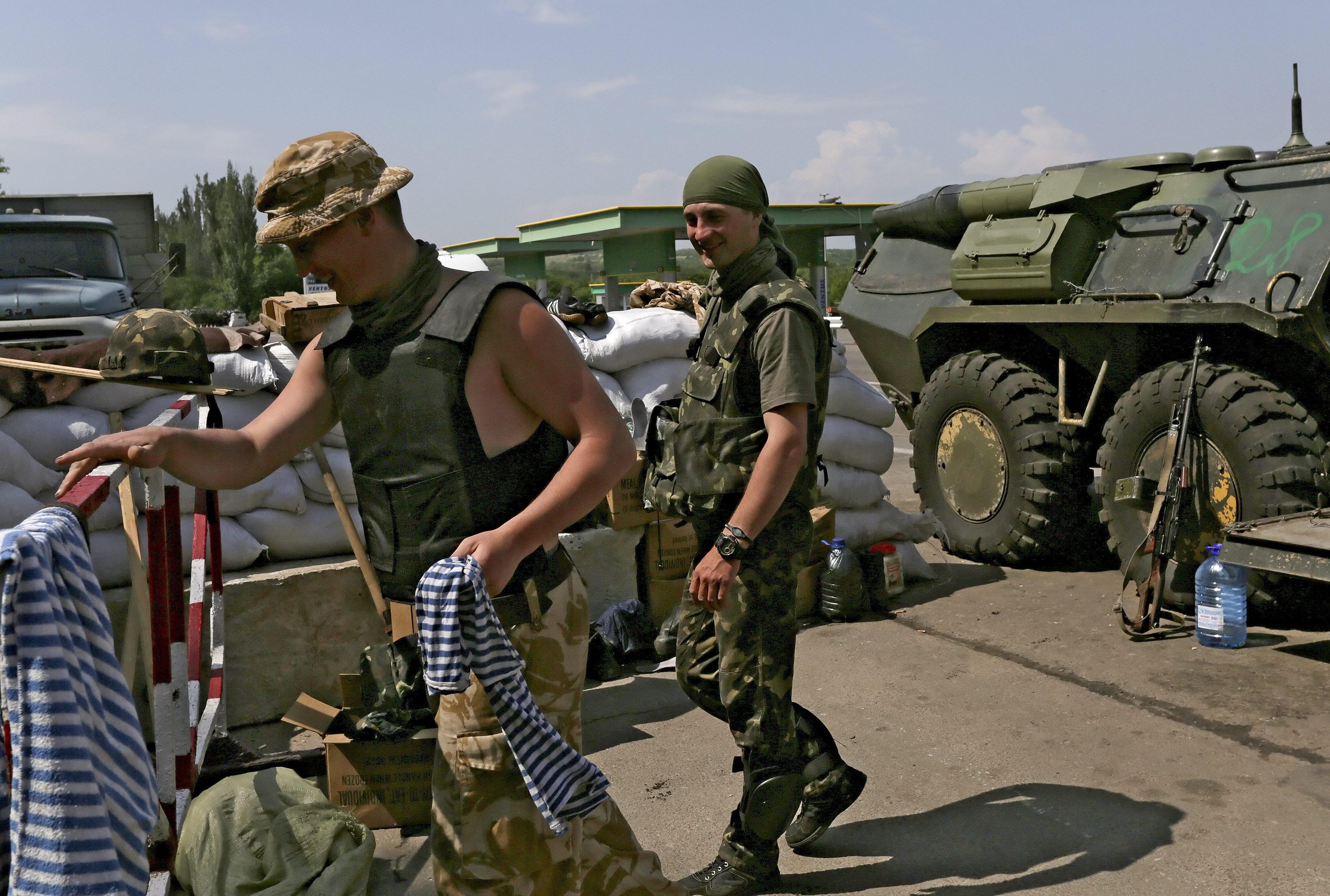 Блокпост украинских силовиков под Славянском