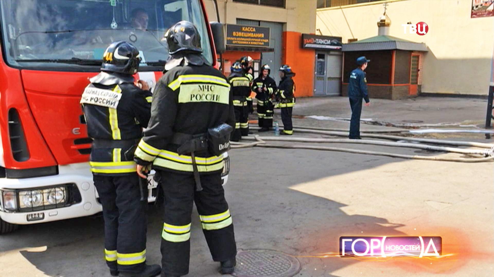 Пожарные на месте возгорания