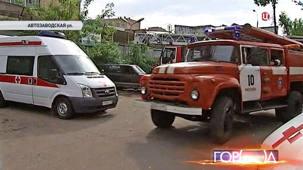 Пожарная машина на территории завода ЗИЛ