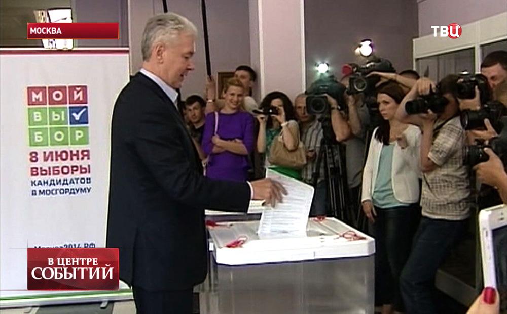 Сергей Собянин голосует на праймериз по выборам кандидатов в депутаты Мосгордумы