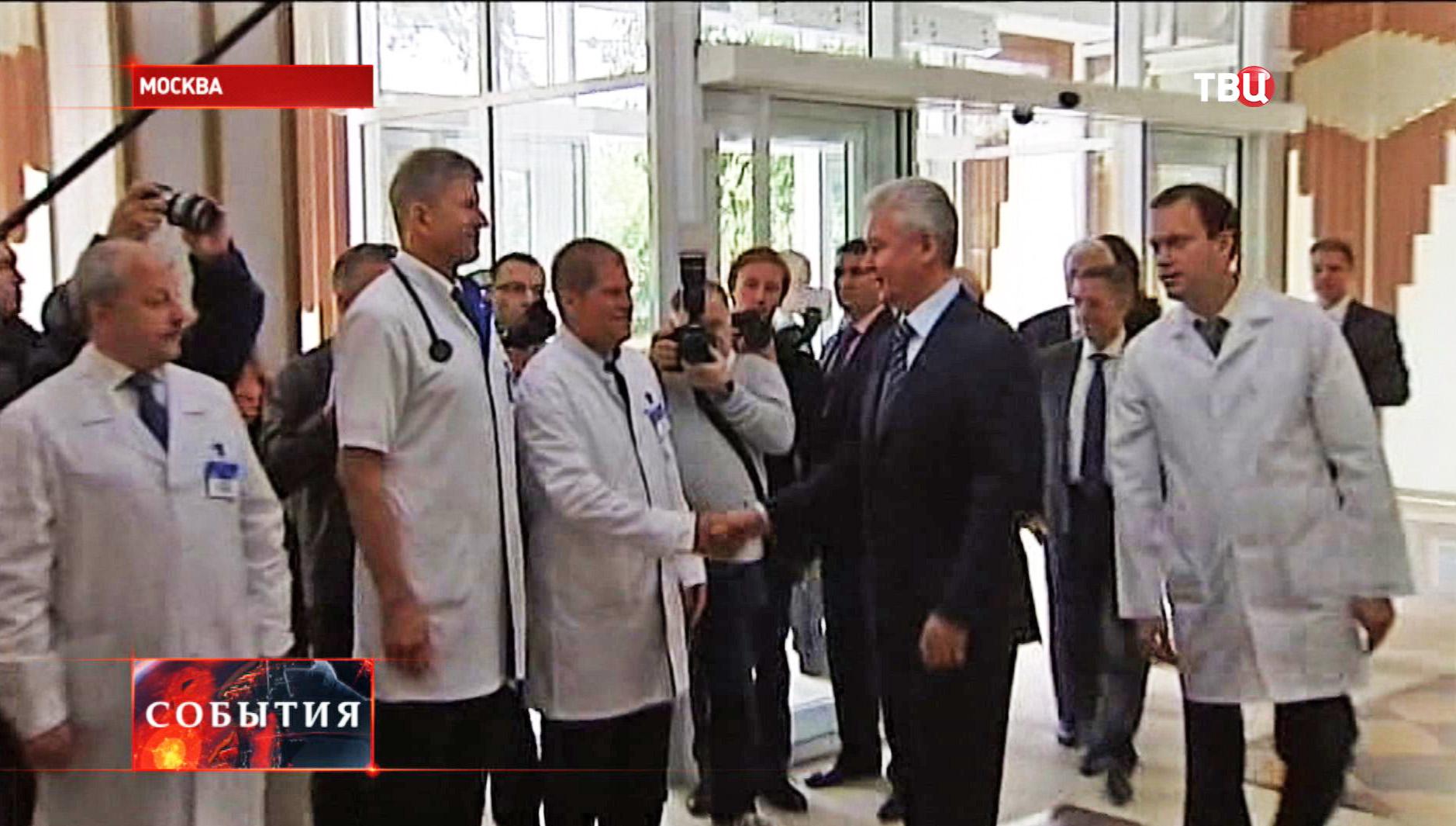 Сергей Собянин во время поздравления сотрудников 20-ой городской больницы