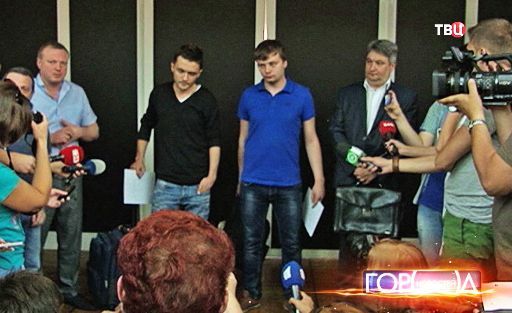 """Журналисты телеканала """"Звезда"""" Евгений Давыдов и Никита Конашенков"""