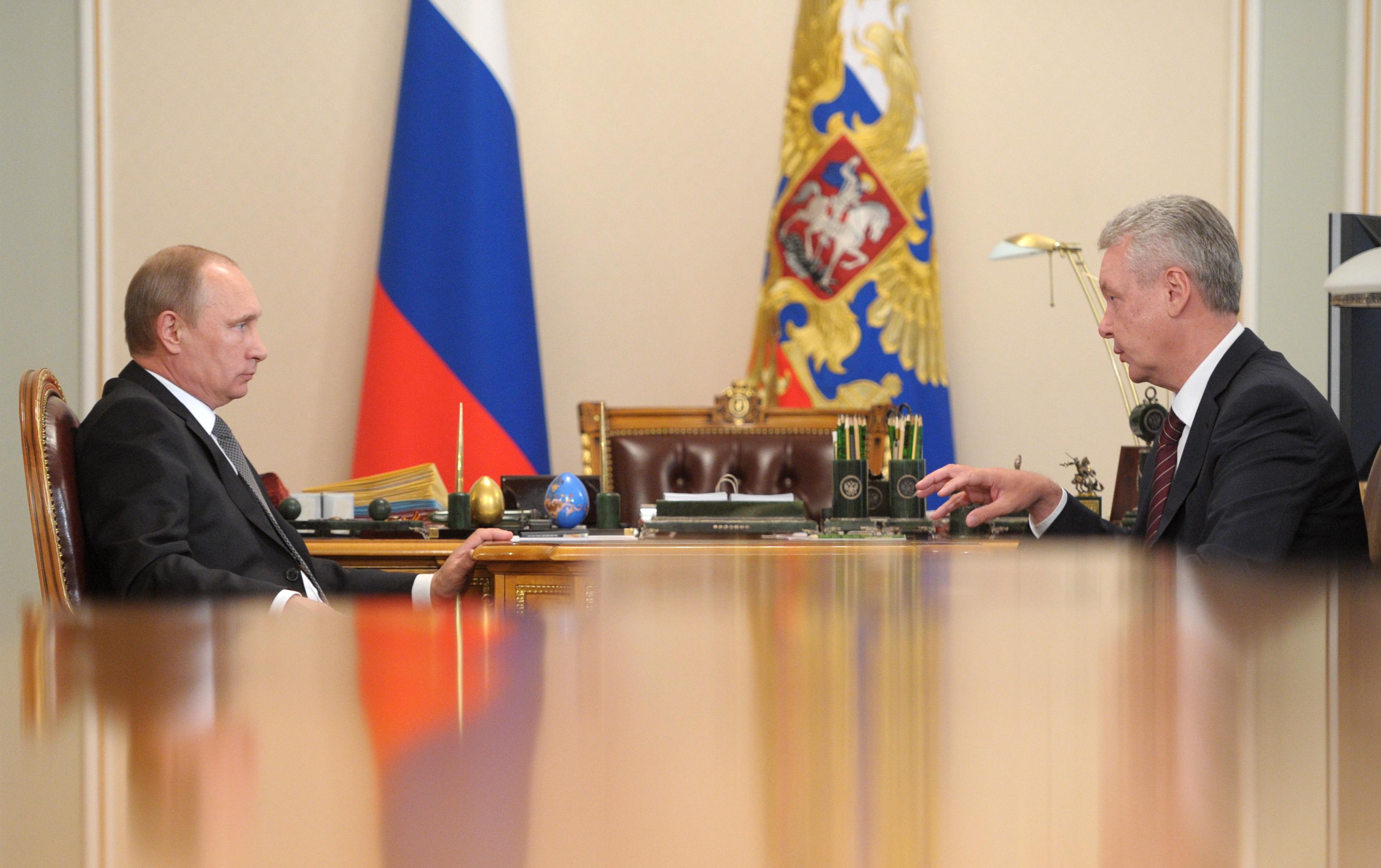 Президент России Владимир Путин и мэр Москвы Сергей Собянин во время встречи