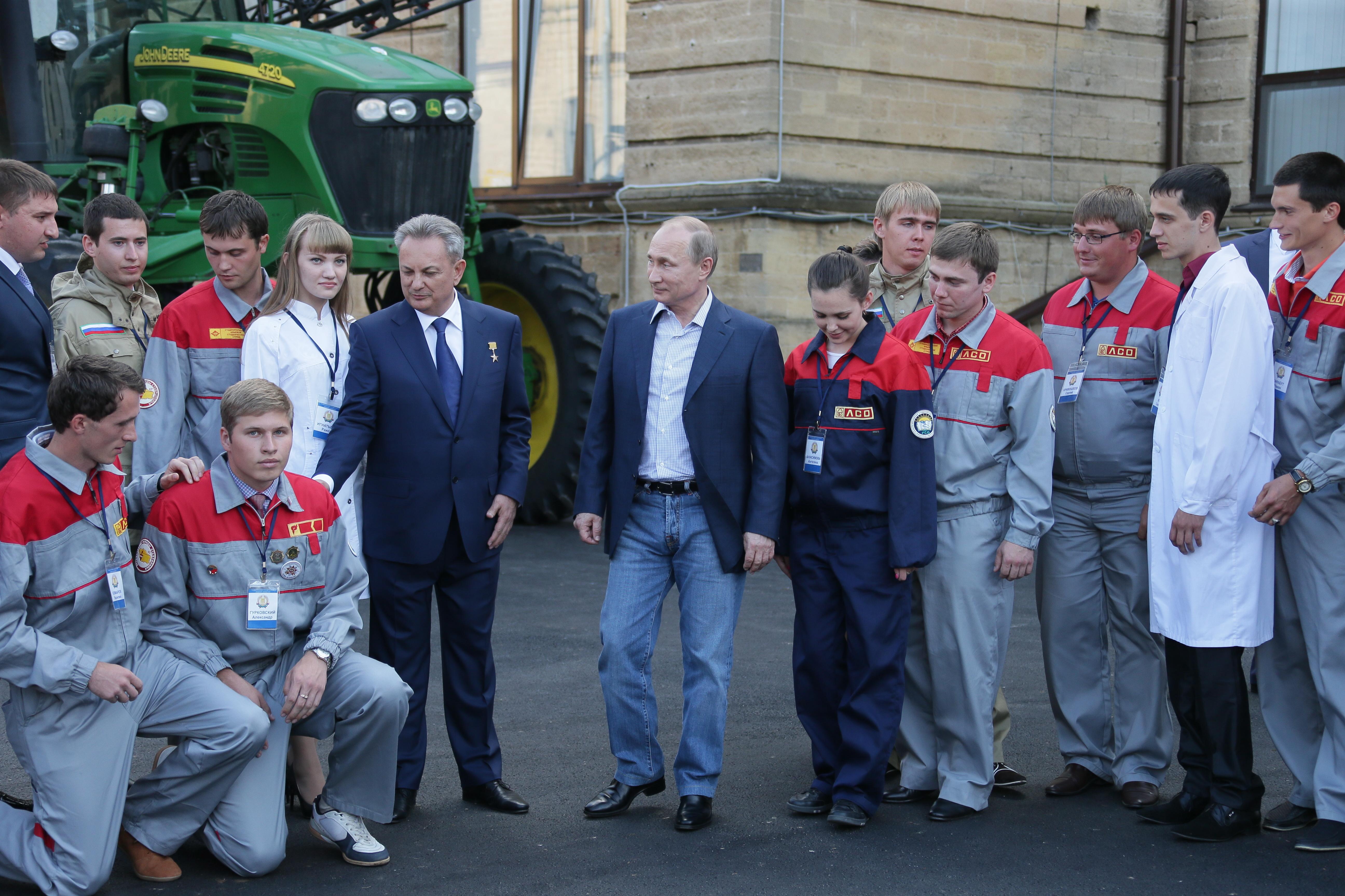 Владимир Путин во время общения со студентами Ставропольского аграрного университета