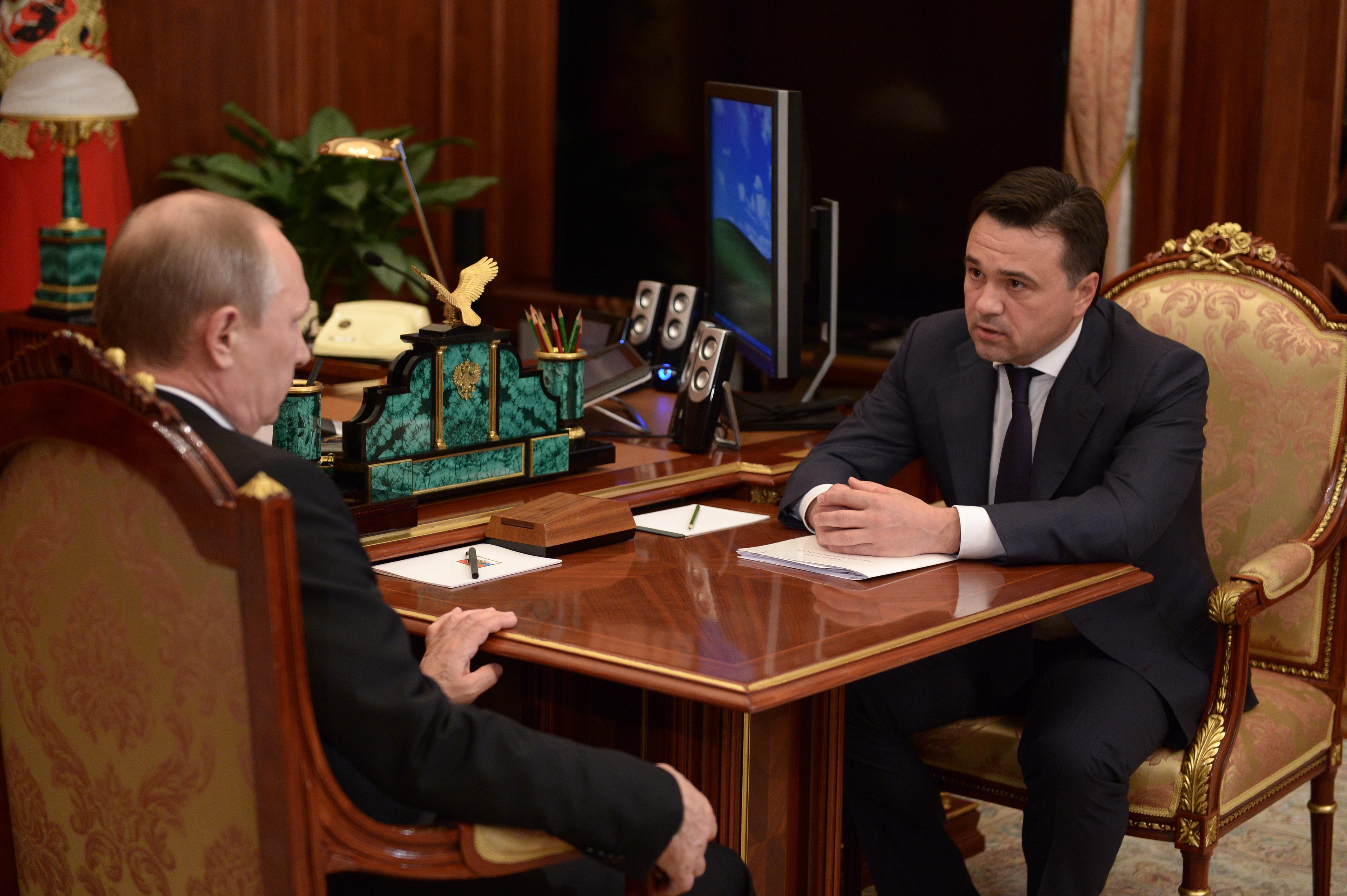 Владимир Путин и губернатор Московской области Андрей Воробьев во время встречи