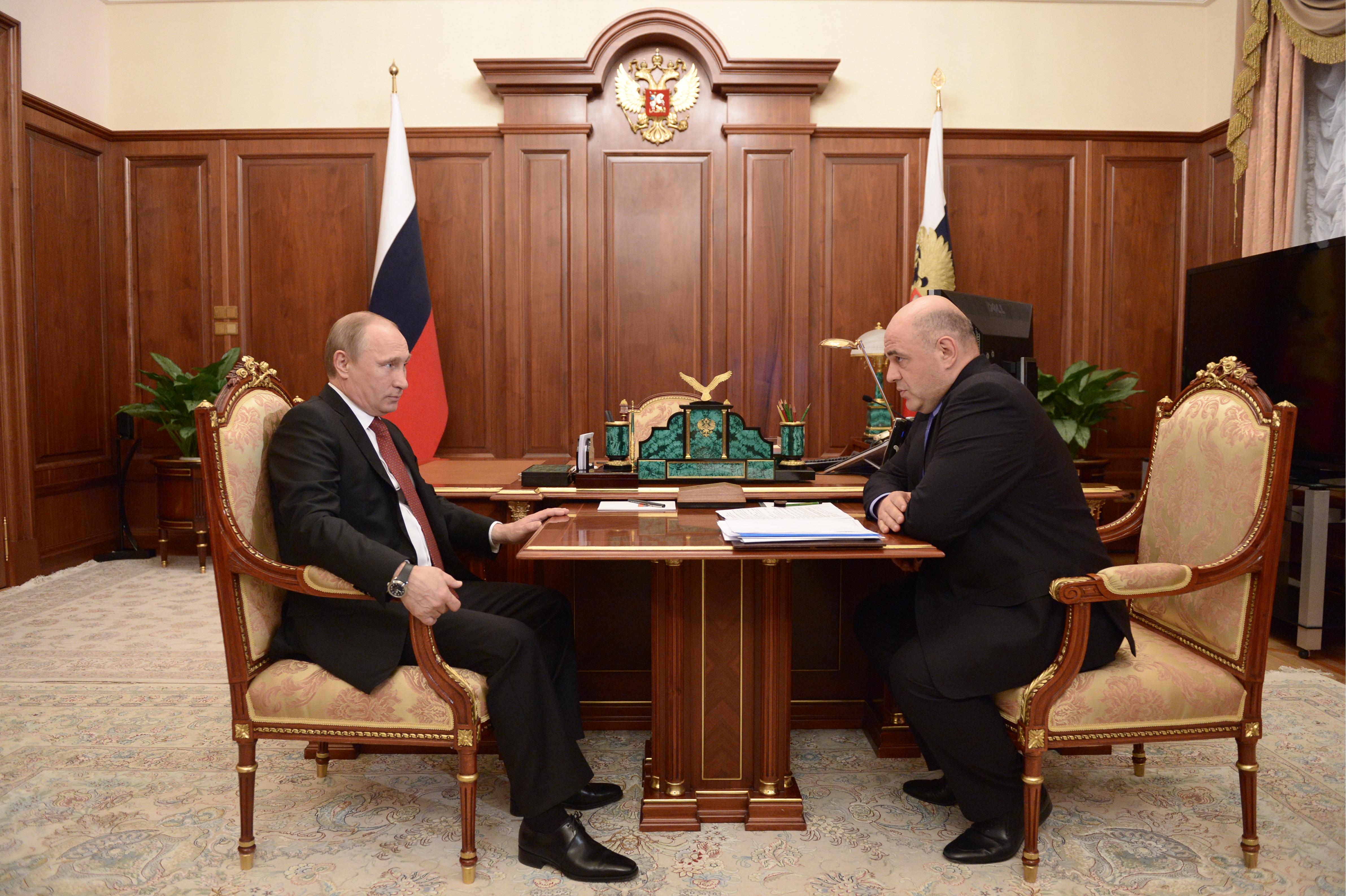Президент России Владимир Путин во время встречи с руководителем ФНС Михаилом Мишустиным