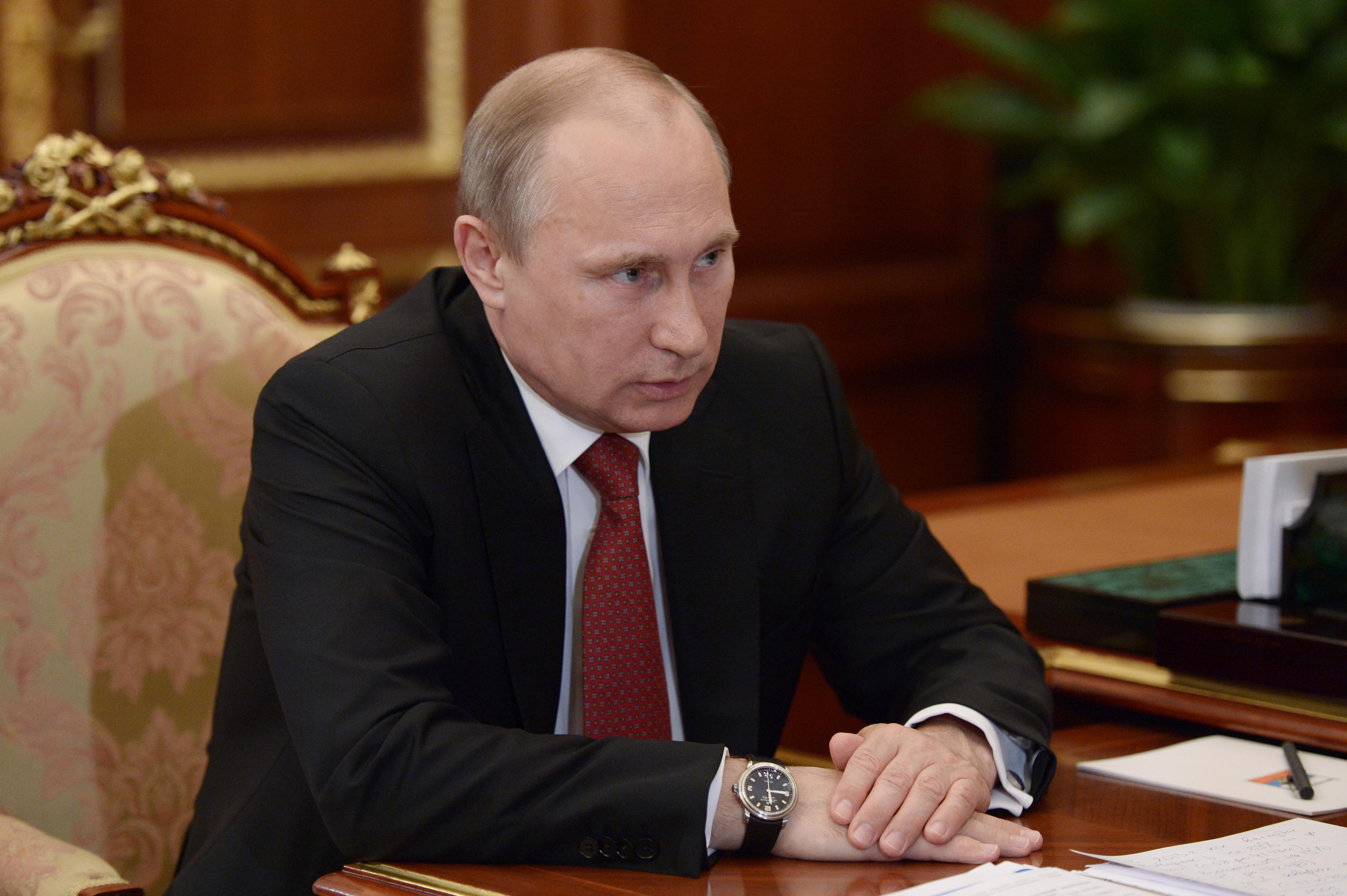 Владимир Путин во время встречи с руководителем ФНС России Михаилом Мишустиным