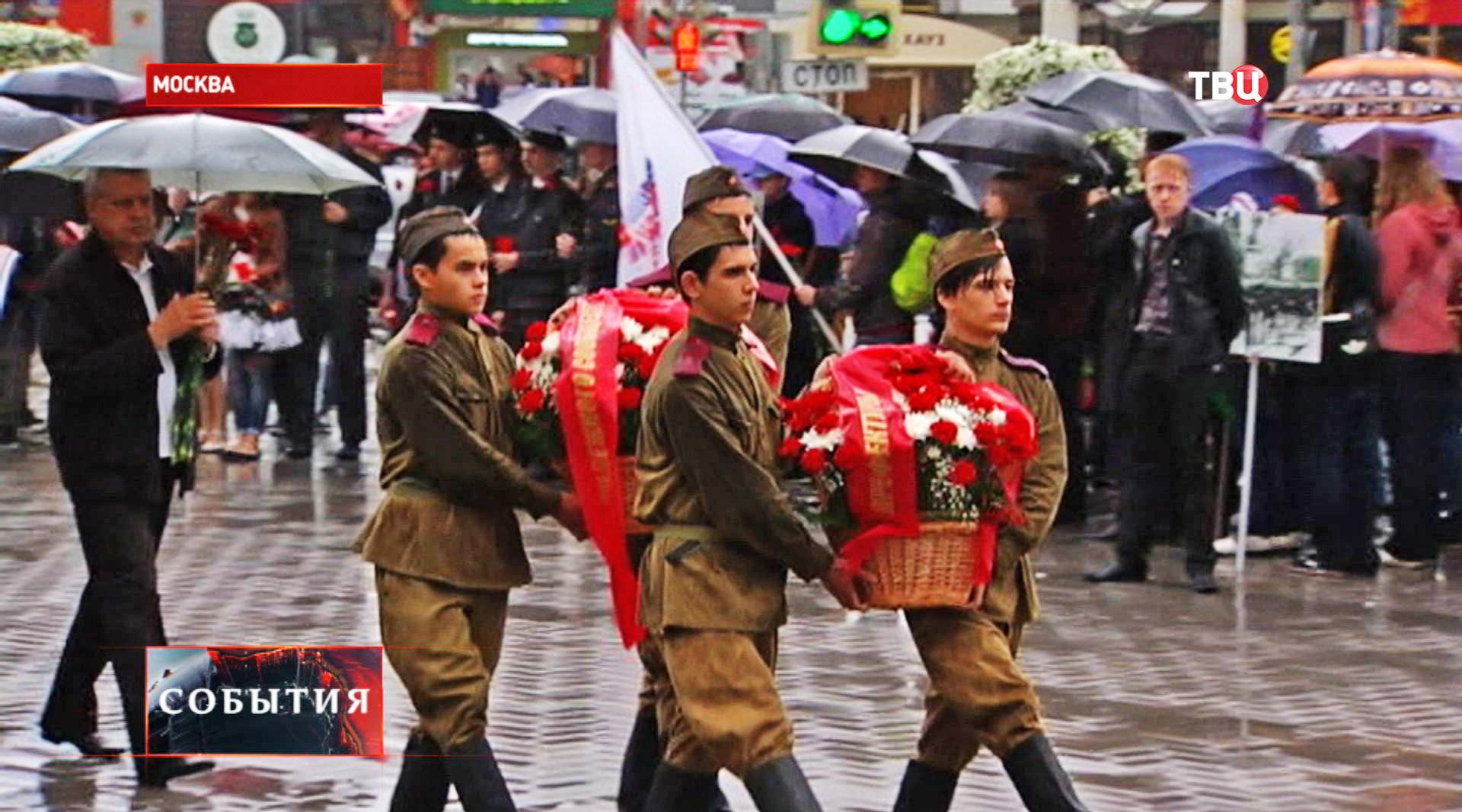 Возложение цветов к мемориалу погибшим в ВОВ