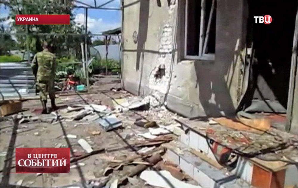 Последствия обстрела на востоке Украины
