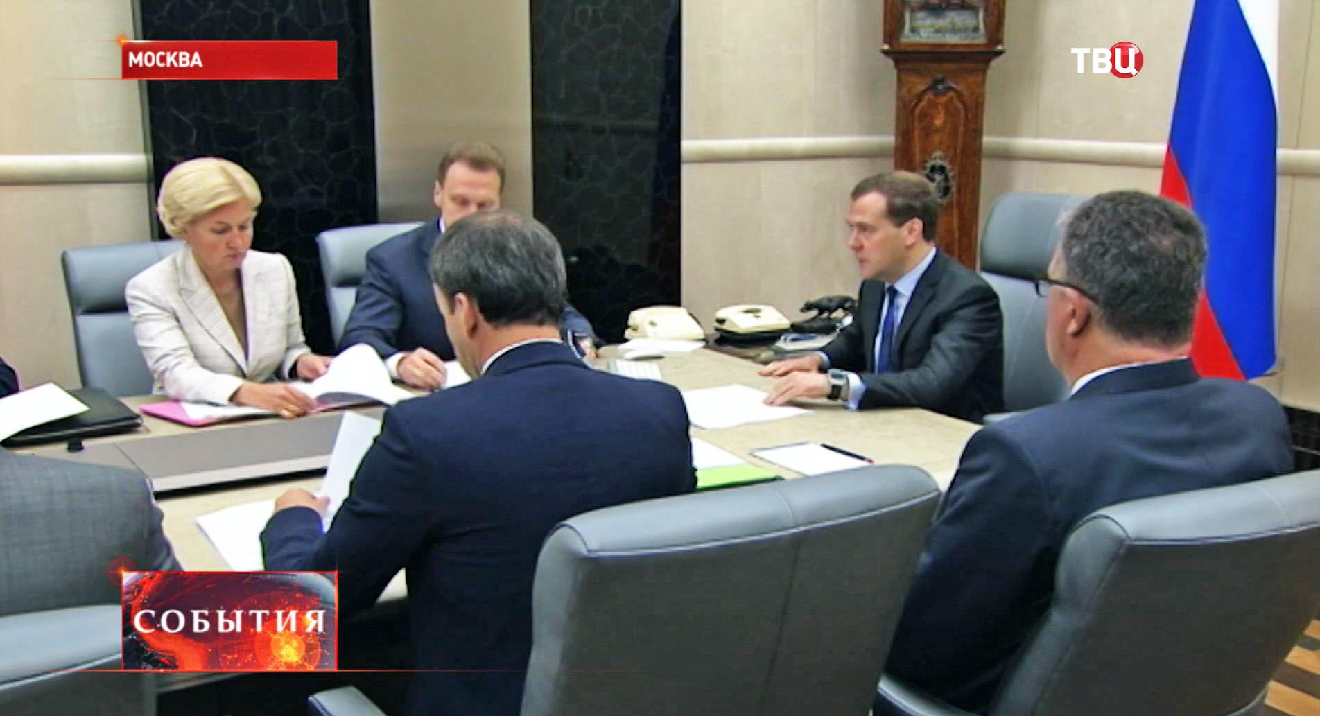 Дмитрий Медведев во время совещания с вице-премьерами России