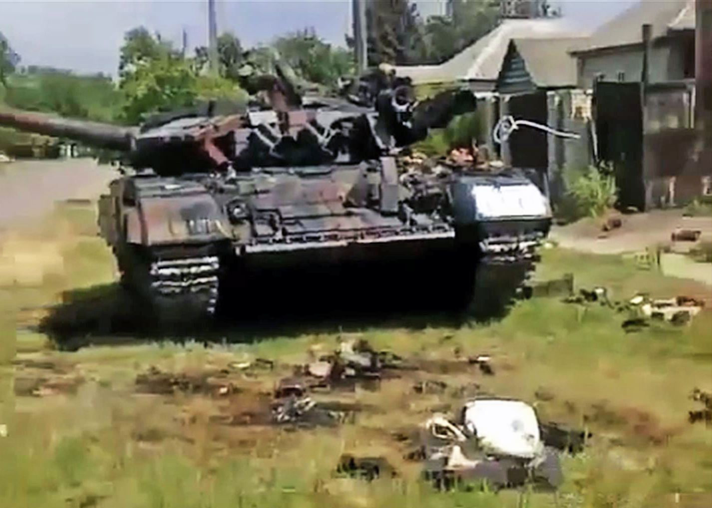 Подбитый танк Т-64 украинских войск